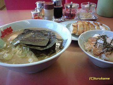 豚骨塩ラーメン・餃子・チャーシュー丼